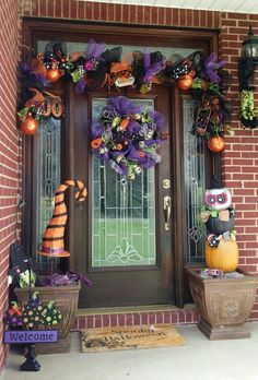 # As the long summer days come to an end and the brisk autumn evenings prevail, it's time to embrace the … Nice 33 Inexpensive Wicked Halloween Porch Decorating Ideas On A Budget. Halloween Front Door Decorations, Halloween Front Doors, Halloween Garland, Halloween Trees, Halloween Home Decor, Outdoor Halloween, Halloween House, Holidays Halloween, Halloween Crafts