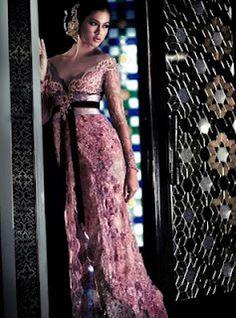 Pink kebaya wedding idea