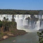 Consideradas una de las 7 maravillas naturales del mundo, visitar las Cataratas de Iguazú, es un espectáculo para los sentidos