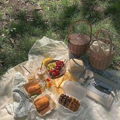 Picnic in the breeze — slow living. Nature Aesthetic, Summer Aesthetic, Aesthetic Food, Korean Aesthetic, Aesthetic Photo, Comida Picnic, Picnic Date, All I Ever Wanted, Oui Oui