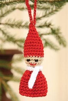 Du kan hurtigt hækle en hel flok af de søde, små nissemænd, der vil pynte både på juletræet og andre steder i julehjemmet