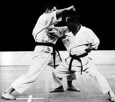 Sokumen chūdan empi uchi Kenpo Karate, Shotokan Karate, Fight Techniques, Martial Arts Techniques, Karate Fight, Martial Arts Club, Karate Club, Self Defense Moves, Kyokushin