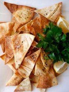 Garlic White Bean Dip & Pita Chips
