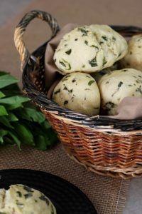 Selbstgemachte Bärlauchbrötchen aus Hefeteig | Bärlauchsaison März-Mai | Hefeteig im Kühlschrank / Gefrierfach aufbewahren