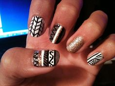 neutral & gold tribal print nails.
