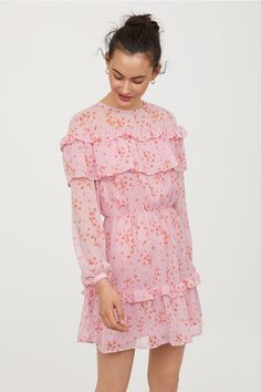 Short, flounced dress in crinkled, patterned chiffon with a concealed zip at the back, narrow elasticated seam at the waist and long sleeves with narrow but H M Outfits, Sun Dress Casual, Short Dresses, Summer Dresses, Pink Dresses, Pink Patterns, Buy Dress, Chiffon Dress, Fashion Online