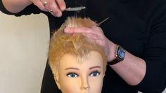 😇 … here it is! The Mohawk-Pixie 2020 😜😍 🇩🇪 Kurzer Pixie Haarschnitt mit angeschnittenen Konturen und einer hohen Graduierung im inneren Bereich. 🇺🇸 Short pixie haircut with trimmed contours and a high graduation on the inside. Hair Cutting Videos, Hair Cutting Techniques, Short Spiky Hairstyles, Short Pixie Haircuts, Baby Boy Hairstyles, Mohawk Pixie, Girl Short Hair, Short Hair Cuts, Super Short Hair