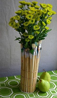 writeclickscrapbook:Easy How-to: Wrap an Old Jar in Paintbrushes for a Flower Vase with a Punch « ReadyMade Editors' Notes —— LOOOOOOOOOOOOOOVE