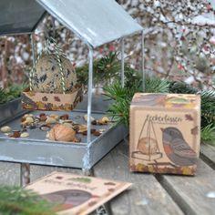 Futterknödel mit Schnur und Futterschaukel - Ohne Netz in dem sich die Vögel verhängen können Buffet, Bird Feeders, Terrarium, Outdoor Decor, Home Decor, Small Meals, Twine, Mesh, Terrariums