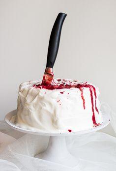 Verticale_Fluffosa_Insanguinata_angel_cake_ai_lamponi