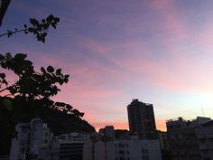 Amanhecer com céu cor de rosa - Photo by Carol Monroy