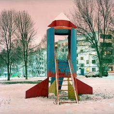 Nederland had de speeltuintjes van Aldo van Eyk in de Sovjet Unie werden de kids van jongs af aan opgeleid tot kosmonaut. De fotoserie van Ivan Mikhaylov laat zien hoe.
