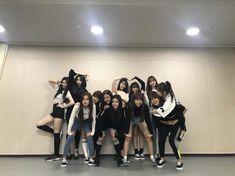 Comment your ''bias name'' letter by letter Kpop Girl Groups, Kpop Girls, Fandom, Bts Jungkook, Bff, Secret Song, Korean Best Friends, Honda, Yu Jin