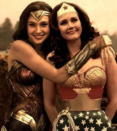 Gal Gadot & Linda Carter - Wonder Woman - then and now - Wonder Woman Art, Gal Gadot Wonder Woman, Superman Wonder Woman, Wonder Women, Wonder Woman Pictures, Wonder Woman Quotes, Wonder Woman Movie, Wonder Woman Cosplay, Linda Carter