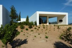 Can Durban 2 is a minimal home located in Spain and designed by AABE. (2)