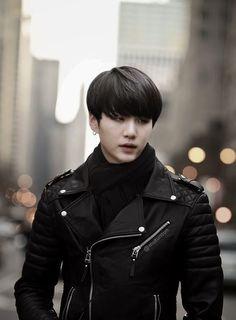 Where Jimin was a simple pedestrian and Yoongi a man of the Korean mafia. Bts Suga, Min Yoongi Bts, Bts Bangtan Boy, Foto Bts, Bts Photo, Daegu, Taehyung, Namjoon, Rapper