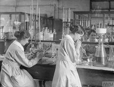 66 Vintage Photographs Documenting British Women at Work During World War I