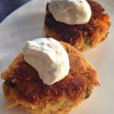 Delicious crab cakes with a creamy lemon dill sauce. Mamas Fish House, Lemon Dill Sauce, Best Crabs, Crab Cakes, I Foods, Seafood, Eat, Cooking, Breakfast