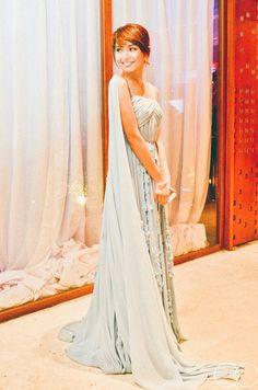 Kathryn Bernardo in a Vania Romoff #debut #Kathryn18 #Kathryn18BestDebutEver #VaniaRomoff #quirkycreatives #qc #celebrity #debutant #debut #celebrity debut