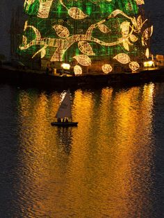 Natal na Lagoa Rodrigo de Freitas, no Rio de Janeiro. Foto: Guto Costa/ Árvore de Natal Bradesco Seguros