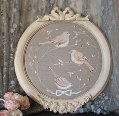 3 birds in a round frame - Pearl of lights - Creation of custom lampshade. Shabby chic and contemporary decoration - Decor Universe Crafts For Teens, Diy And Crafts, Cadre Photo Diy, Iron Orchid Designs, Newspaper Crafts, Shabby Chic Farmhouse, Wood Ornaments, Polymer Clay Crafts, Contemporary Decor