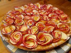 Romantische Apfelrosen-Tarte nach französischem Vorbild. Diese Tarte aux pommes besticht nicht nur durch ihre Optik, sondern schmeckt auch einfach hinreißend.
