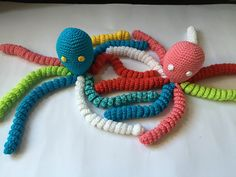 Tuto doudou pieuvre au crochet My Crafts and DIY Projects Yarn Crafts, Diy And Crafts, Preemie Octopus, Crochet Octopus, Baby Accessoires, Tartan Pattern, Crochet Animals, Miniature Dolls, Knit Patterns