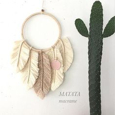 ❤️ Macrame Design, Macrame Art, Macrame Projects, Macrame Knots, Hobbies And Crafts, Diy And Crafts, Creation Deco, Feather Art, Macrame Tutorial