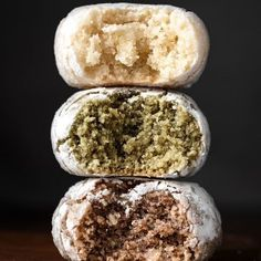This Italian recipe for almond cookies a. soft amaretti, requires three basic ingredients (almond flour, sugar and egg whites) and is made in 3 different ways. Soft Almond Cookies, Italian Almond Cookies, Cookies Soft, Other Recipes, Sweet Recipes, Food Network Recipes, Food Processor Recipes, Cured Egg, Chocolate And Vanilla Cake