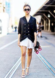 blazer preto em veludo molhado e saia branca renda le-fashion-blog-street-style-memorial-day-weekend-look-messy-topknot-embellished-sunglasses-red-lips-silk-military-blazer-with-gold-buttons-mini-box-bag-scarf-assymetrical-skirt-with-p