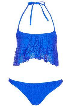 Blaues Häkel-Bikinioberteil mit gerüschter Lage