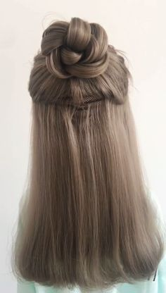20 Best Braided Hairstyles Ideas to Inspire You, Braid hairstyle is everyone's favorite. it's very easy and provides you a classy look. Braid hairstyle is extraordinarily sensible for securing your h. Cute Hairstyles For Medium Hair, Daily Hairstyles, Cool Braid Hairstyles, Creative Hairstyles, Medium Hair Styles, Curly Hair Styles, Popular Hairstyles, Hairstyles Videos, Everyday Hairstyles