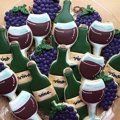 Wine Bottle & Grapes Cookie Cutter Wine Cookies, Fruit Cookies, Cut Out Cookies, Cupcake Cookies, Sugar Cookies, Big Cookie, Cookie Time, Wedding Shower Cookies, Bridal Shower