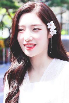 Jung Chae Yeon (정채연) Kpop Girl Groups, Korean Girl Groups, Kpop Girls, Jung Chaeyeon, Choi Yoojung, Kim Sejeong, Ulzzang Girl, Aesthetic Girl, Korean Singer