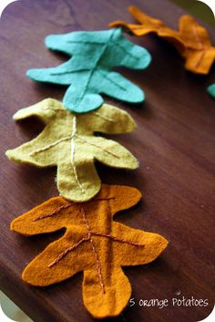 hang this felt leaf garland from the fireplace for thanksgiving, then replace with a mitten garland for xmas Fall Garland, Leaf Garland, Fall Halloween, Halloween Crafts, Felt Crafts, Diy Crafts, Felt Leaves, Fall Projects, Sewing Projects
