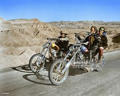 Easy Rider opened in July 1969 and launched Peter Fonda and Jack Nicholson into the Hollywood limelight. The film about motorcycle bikers and their wild escapade from L. to Mardi Gras in New Orleans - Love Cars & Motorcycles Easy Rider, Road Trip Film, Harley Davidson, Movies To Watch, Good Movies, Awesome Movies, Captain America, Biker Movies, Birdman
