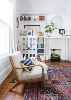 A cozy, collected living room in the heart of Raleigh, NC — Sunny Circle Studio Small Space Living Room, Small Spaces, Living Rooms, Living Spaces, Mid Century Modern Decor, Mid Century Modern Furniture, Little Corner, Floor Rugs, Eclectic Decor