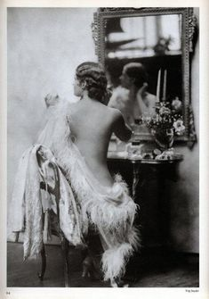 vintage everyday: 25 Glamorous Makeup Photos of Young Beauties in the can find Vintage beauty and more on ou. Pin Up Vintage, Photo Vintage, Look Vintage, Vintage Vanity, Vintage Beauty, Vintage Ladies, Retro Vintage, Vintage Makeup, 1920s Makeup