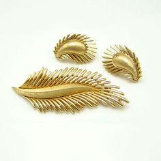New in the #MyClassicJewelry @Etsy Shop! http://ift.tt/1rEdsaZ CROWN TRIFARI Vintage Brooch Pin Earrings Mid Century Feather Leaf Matte Set Gold Plated by MyClassicJewelry #GotVintage