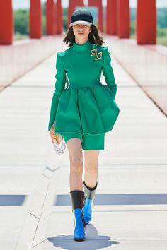 Louis Vuitton Resort 2022 Fashion Show | Vogue Vogue Fashion, Pop Fashion, Fashion Brand, Fashion Beauty, Fashion Design, Paris Fashion, Runway Fashion, Fashion Outfits, Louis Vuitton Official Website