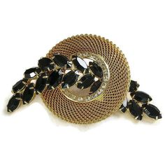 Vintage Juliana Style Mesh Circle Brooch with Black Clear Rhinestones ($28) ❤ liked on Polyvore featuring jewelry, brooches, black vintage jewelry, mesh jewelry, rhinestone brooch, clear crystal jewelry and black brooch