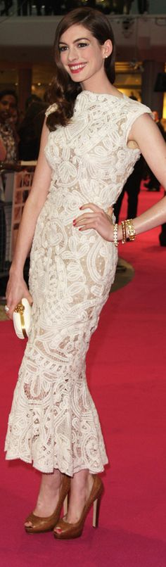 Anne Hathaway white lace dress