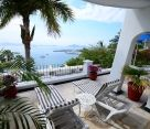 Deluxe One Bedroom Suite at Dolphin Cove Inn in Manzanillo