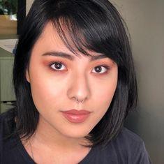 """Mariana Monti no Instagram: """"Minha proposta de maquiagem oriental! Escolhi um olho esfumado neutro com brilho no centro da pálpebra, pele natural com iluminador e uma…"""" Pele Natural, Makeup Jobs, Instagram, Smokey Eye, Proposal, Glow, Eyes, Mariana"""
