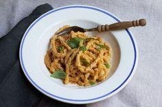 Pesto Trapanese - yum, added tuna can and onion sautéed and did part of pasta as zucchini noodles. Spaghetti Recipes, Pasta Recipes, Vegan Recipes, Cooking Recipes, Dessert Recipes, Risotto, Food 52, Italian Recipes, Gastronomia