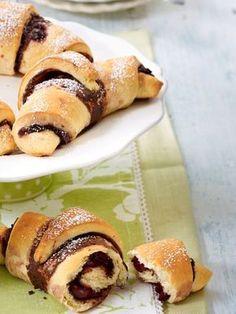 Nutella allein ist ein Genuss. Aber in Kombination mit Vanille, Kirschen und Kokos ein Traum. Wir haben köstliche Rezepte für Kuchen, Brownies und Cupcakes.