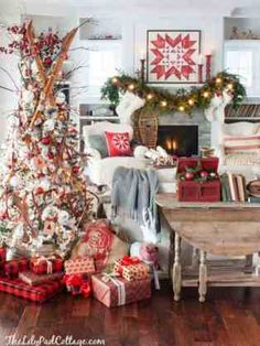 25 Warm And Welcoming Christmas Decorated Entryway Ideas