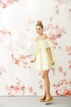 Julia Engel with drop it MODERN™ fabric panel. ©Max Wanger