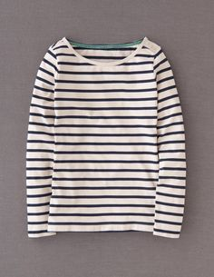 Endlessly versatile, nautical style with some signature Boden detail at the shoulder. Push the boat out and buy two.
