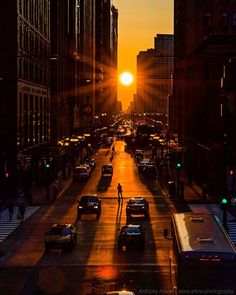 Sometimes in a way Chicago is like a modern Stonehenge. The way is east to west and the time is today. Today and every equinox the Sun will set exactly to the west everywhere on Earth Chicago Photography, Urban Photography, Color Photography, Stonehenge, Beautiful Sunset Pictures, Amazing Hd Wallpapers, Astronomy Pictures, Nasa Images, Nature